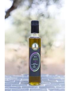 huile pour assaisonnement extraite d'olive, de basilic et d'ail